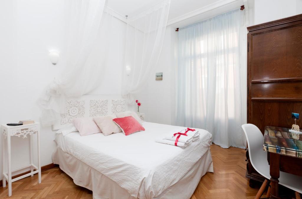 A bed or beds in a room at Hispano Gran Vía