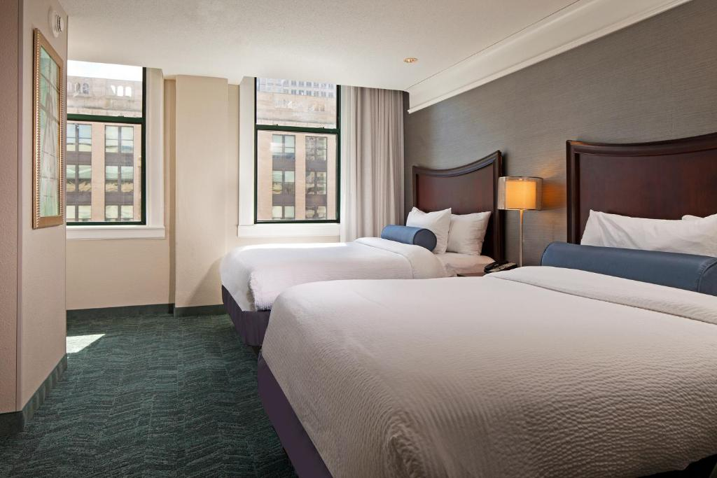 A bed or beds in a room at SpringHill Suites by Marriott Baltimore Downtown/Inner Harbor
