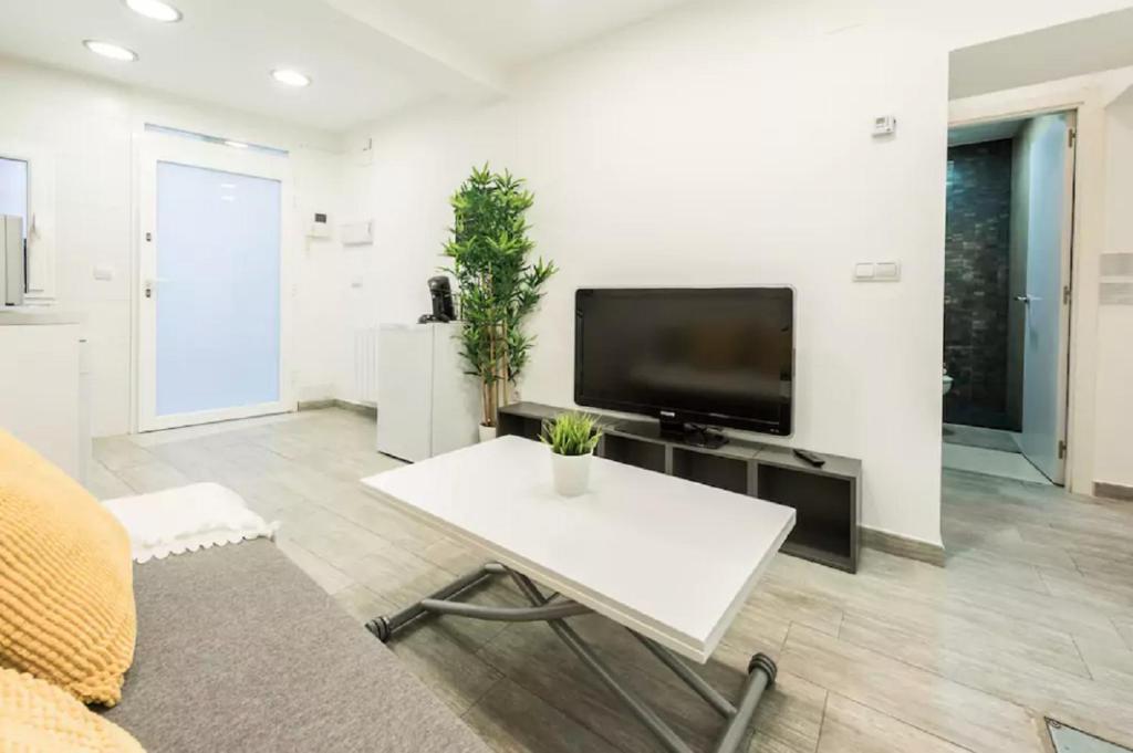 Apartamento Tirso De Molina Madrid Spain Booking Com