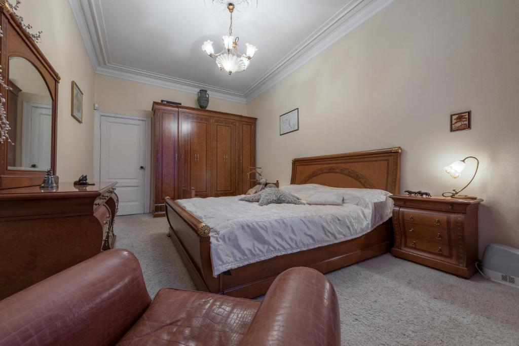 A bed or beds in a room at Квартира у м. Сокол