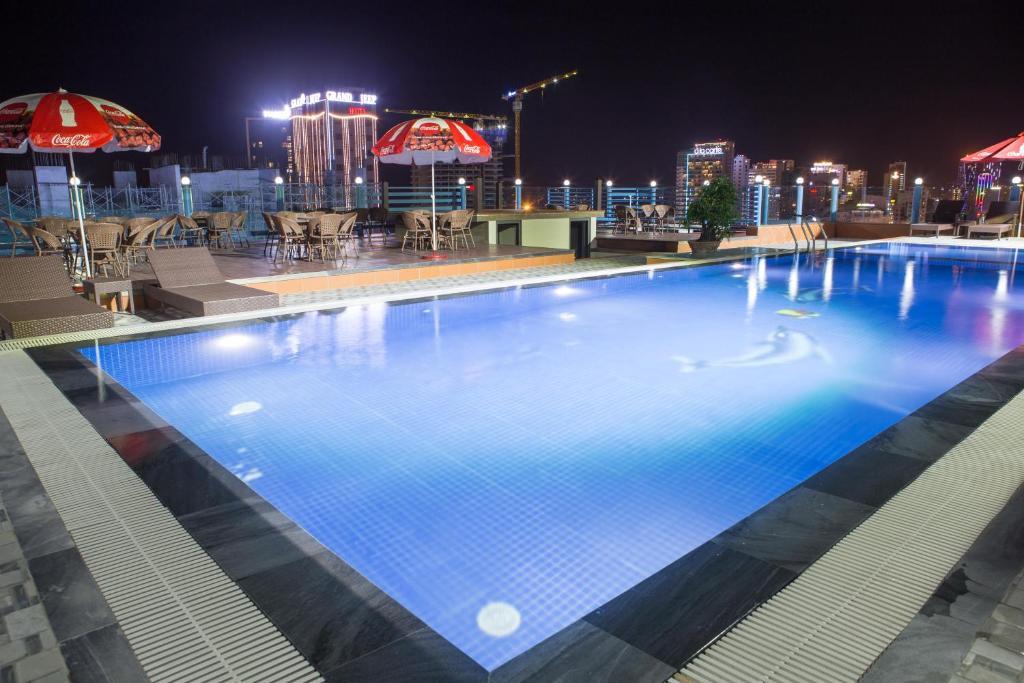 Het zwembad bij of vlak bij Star Hotel