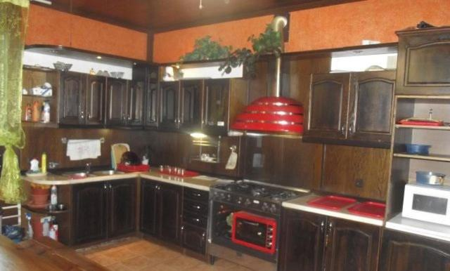 A kitchen or kitchenette at Lesnoy Dom Mehzavod