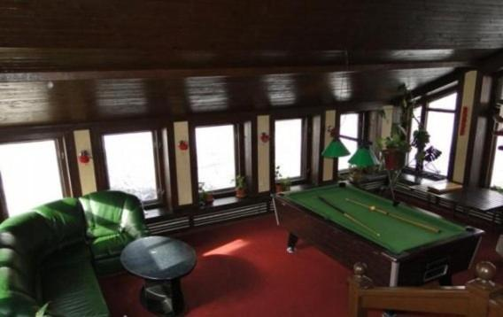 A pool table at Lesnoy Dom Mehzavod