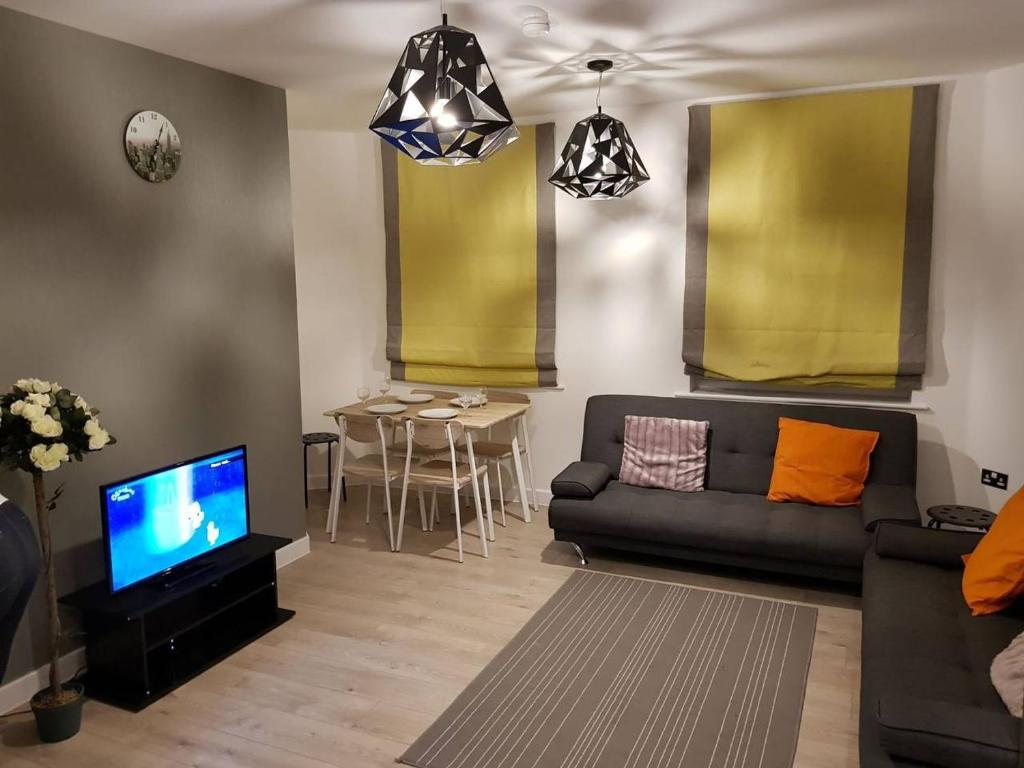 A seating area at Vetrelax Chelmsford Gemini Apartment