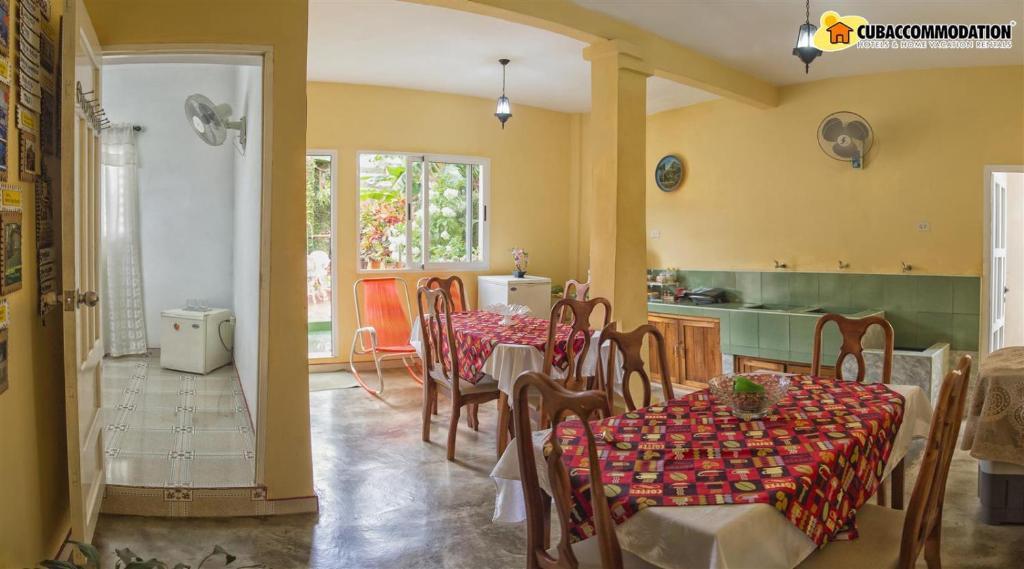 Un restaurante o sitio para comer en BR& Josefina y Esther