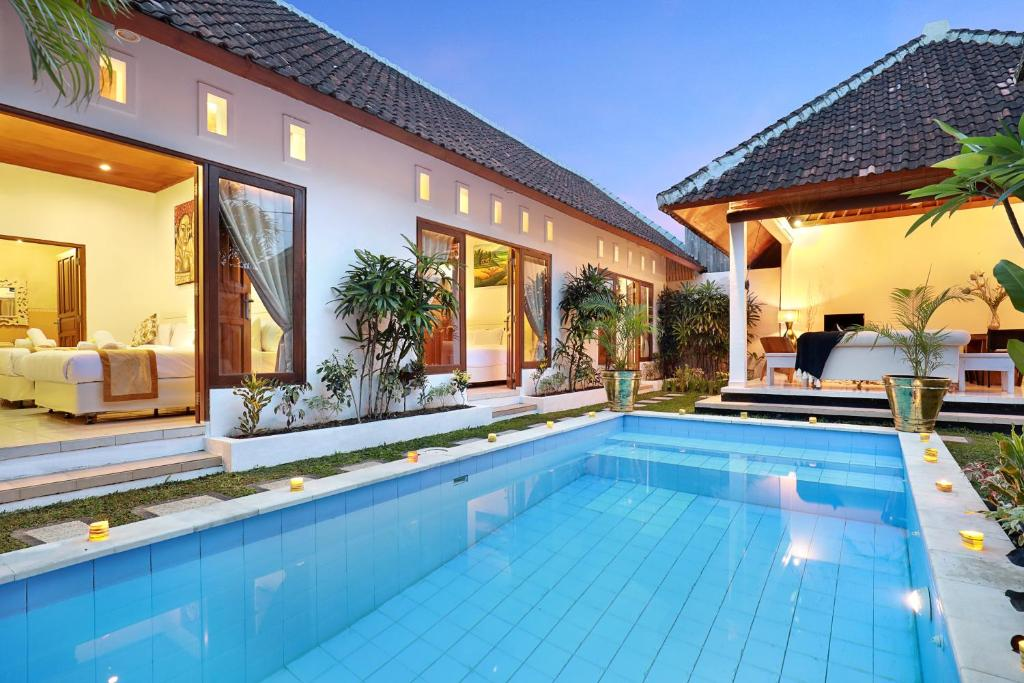 The swimming pool at or close to Monaco Complex Four Villas