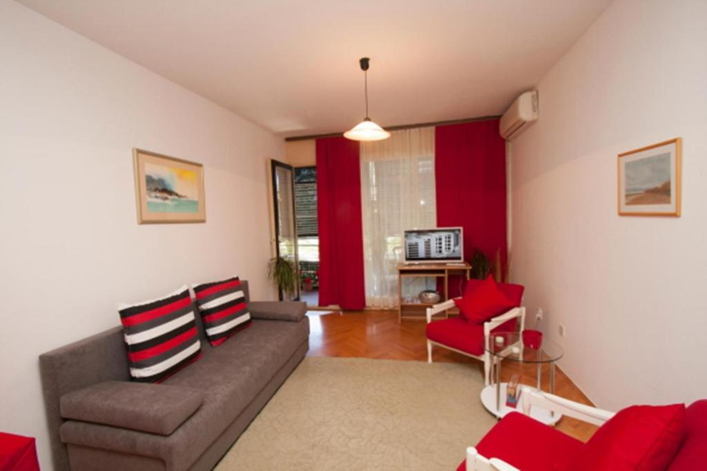 Predel za sedenje v nastanitvi Beach apartment Marusic