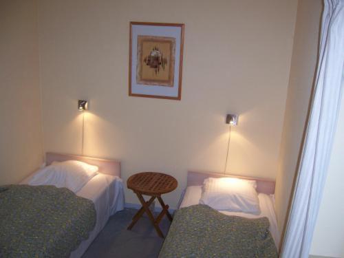 Ein Bett oder Betten in einem Zimmer der Unterkunft Hotel E4