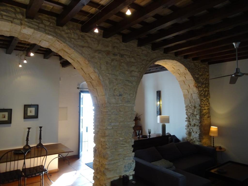 A seating area at Apartamentos La Loba