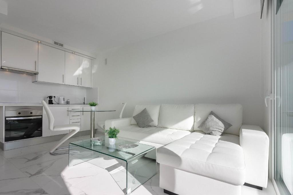 A kitchen or kitchenette at Playa Honda 1A008