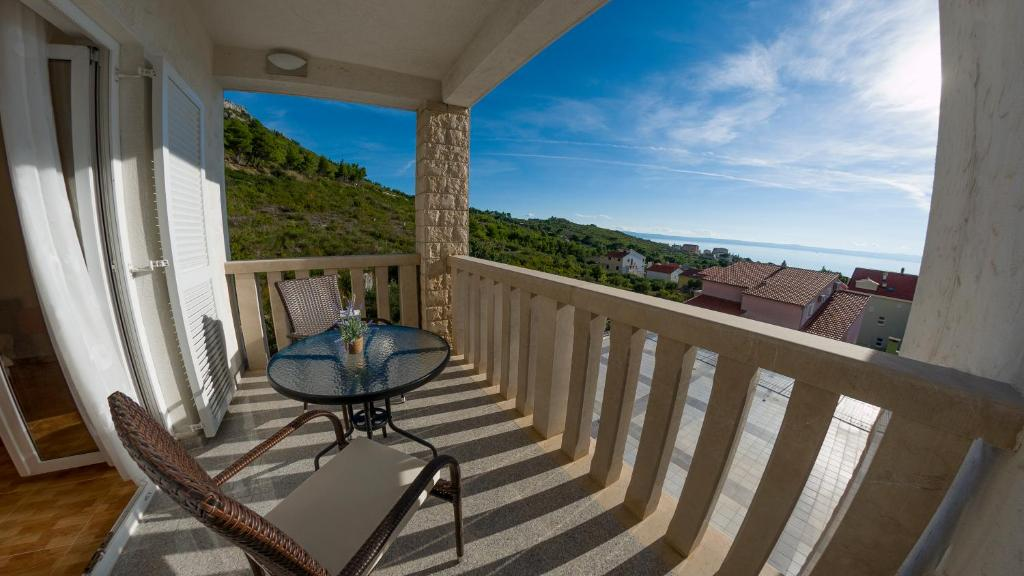 A balcony or terrace at White Stone Villa 43