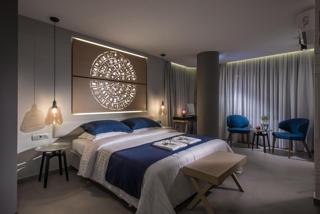Кровать или кровати в номере Lavris City Suites