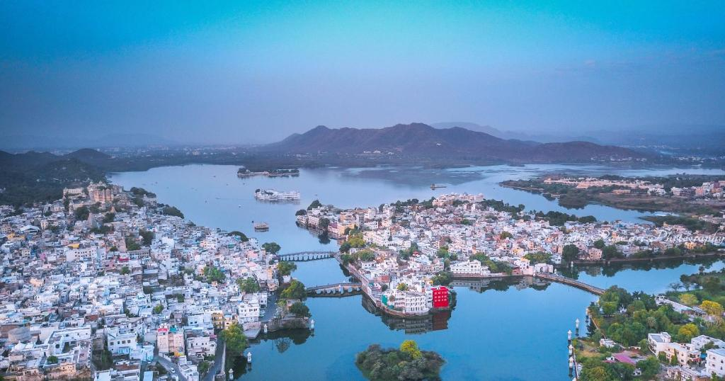 A bird's-eye view of oolala - your lake house in the center of Udaipur