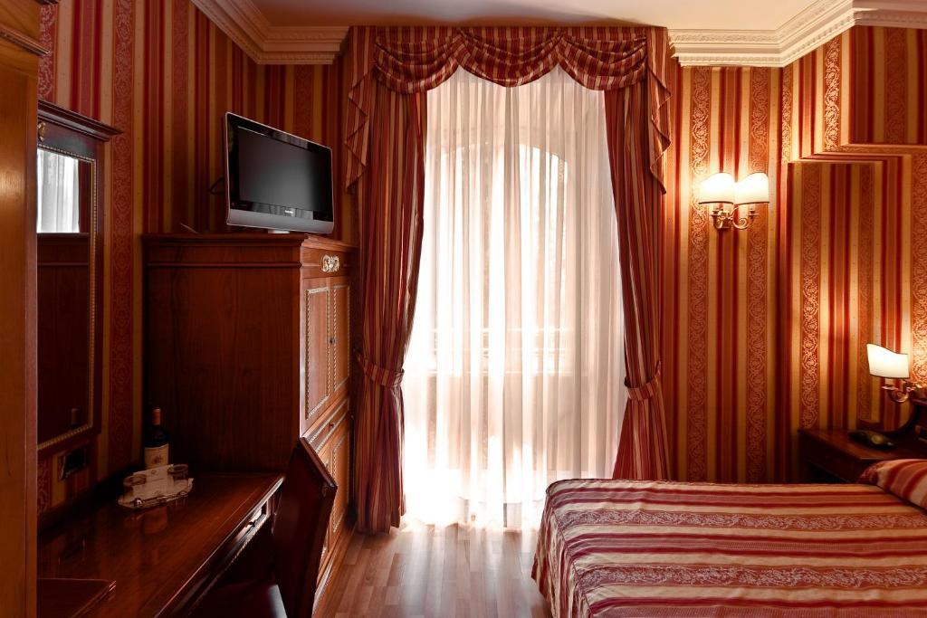 Телевізор і / або розважальний центр в Gambrinus Hotel