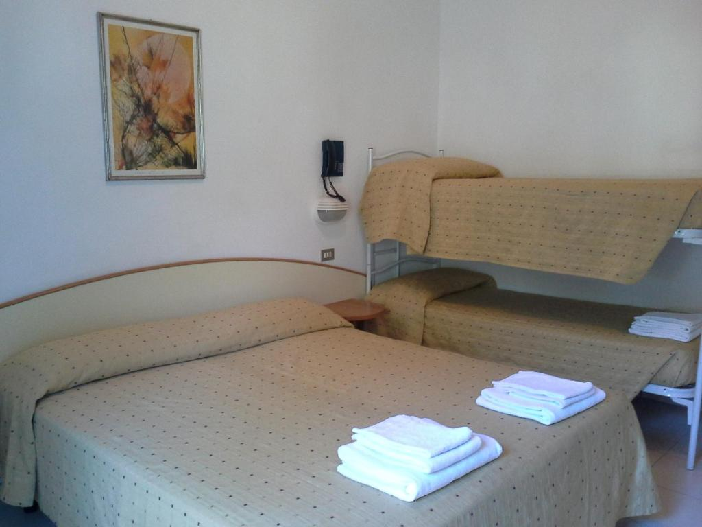 Mobile Bagno New York hotel new york, cervia, italy - booking