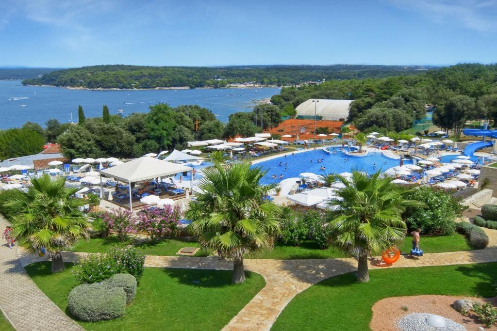 Valamar Tamaris Resort游泳池或附近泳池的景觀