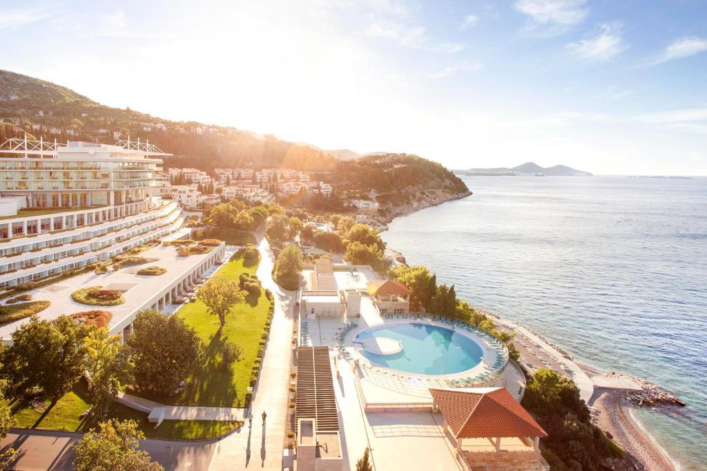 Vue sur la piscine de l'établissement Sun Gardens Dubrovnik ou sur une piscine à proximité