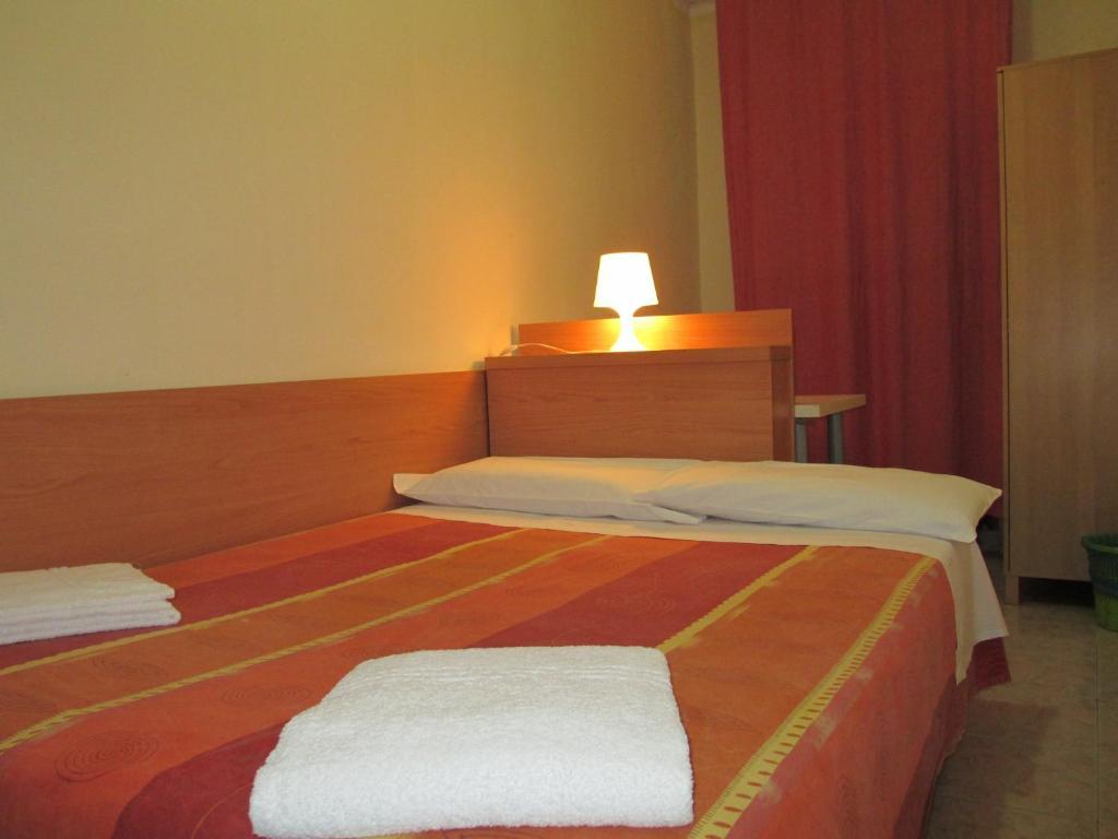 Una cama o camas en una habitación de Affittacamere Hostel 3