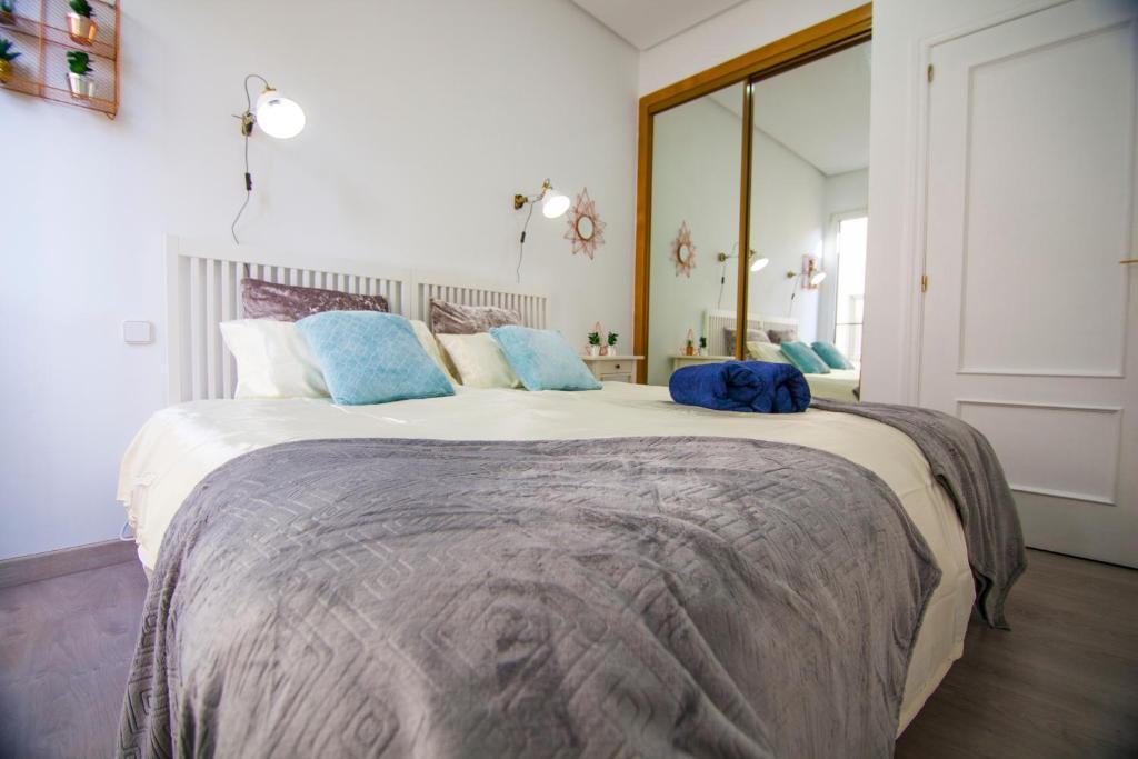 Ein Bett oder Betten in einem Zimmer der Unterkunft Apartamento Céntrico - Montera