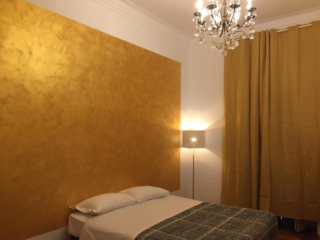 A bed or beds in a room at Varese Guest House