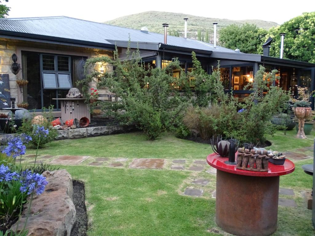 A garden outside Kalm Guest House