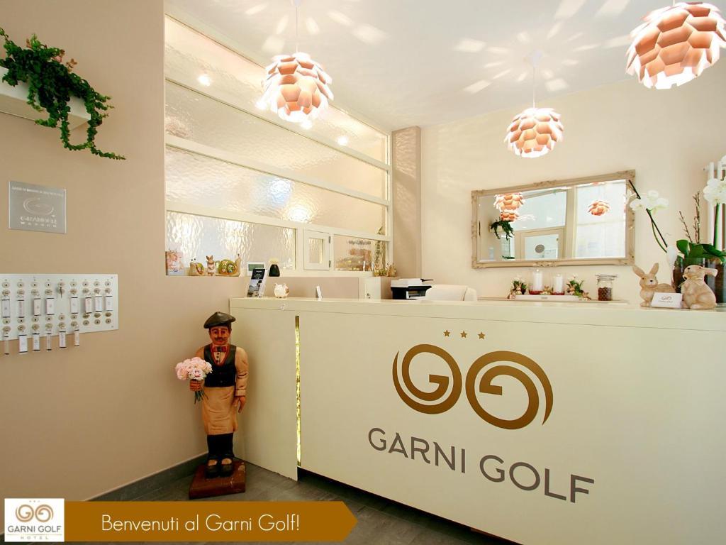 The lobby or reception area at Hotel Garni Golf