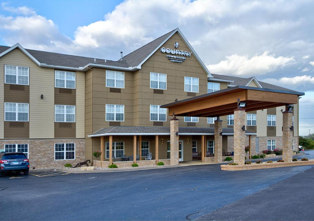 Country Inn & Suites by Radisson Moline Airport.
