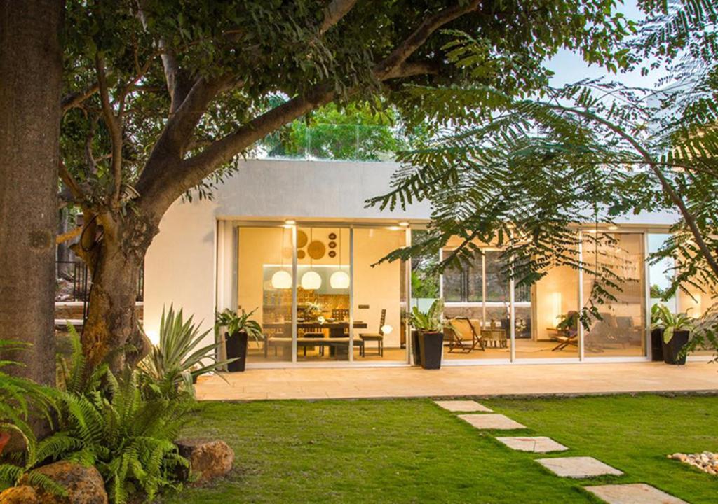 Villa El House By Vista Rooms Lonavala India Bookingcom