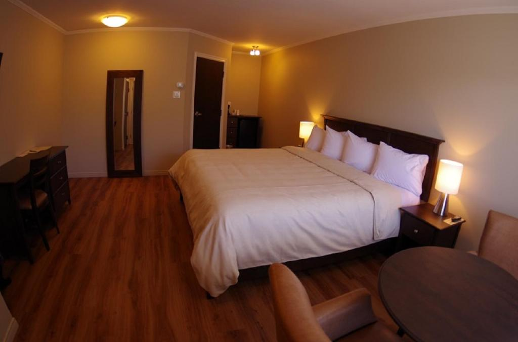 Un ou plusieurs lits dans un hébergement de l'établissement Motel L'Abri