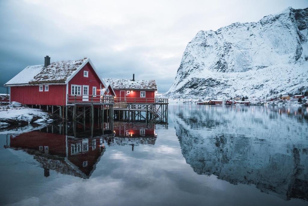 Valen Cabins in Reine during the winter