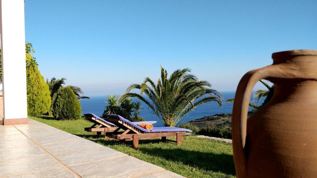 Der Swimmingpool an oder in der Nähe von Aegean Sea Villa Skiathos