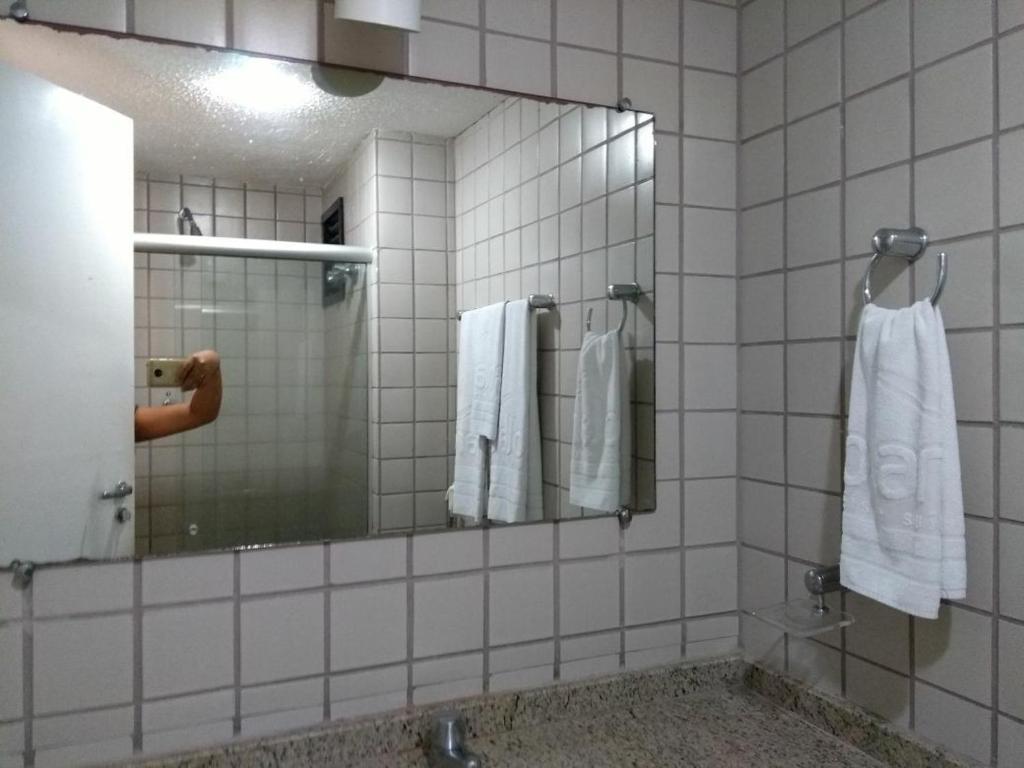 A bathroom at Apartamento/Flat na Ponta da Areia (Praia) por Temporada
