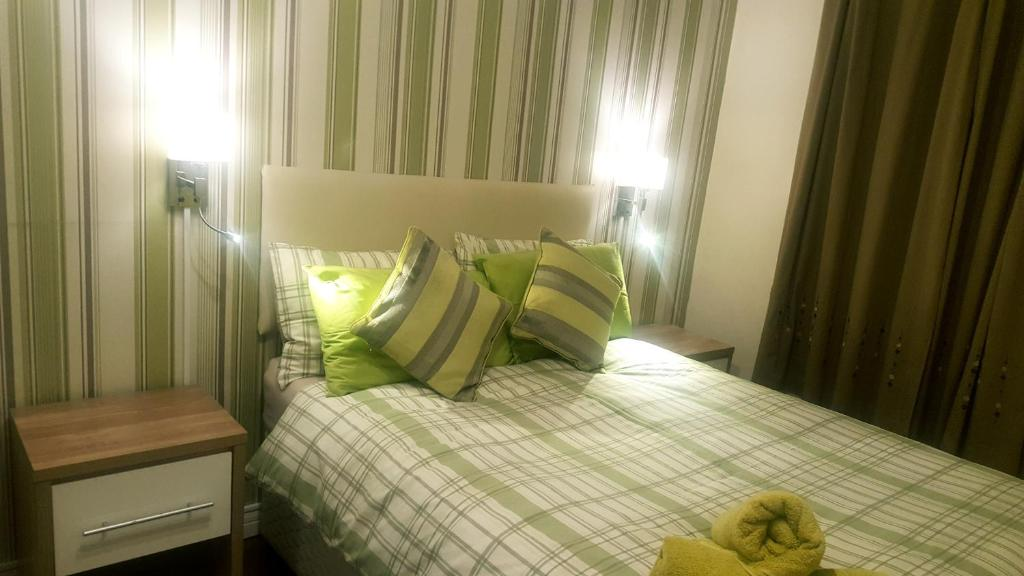A bed or beds in a room at My Glasgow House Barrowland With Free Parking