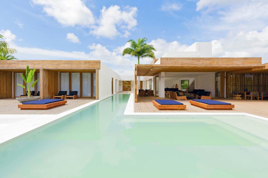 A piscina em ou perto de KA BRU Beach Boutique Hotel