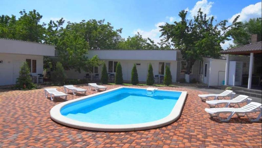 The swimming pool at or near Guest House Belaya Lebed