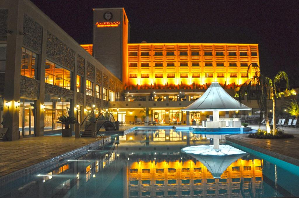 The swimming pool at or close to Amérian Hotel Casino Carlos V