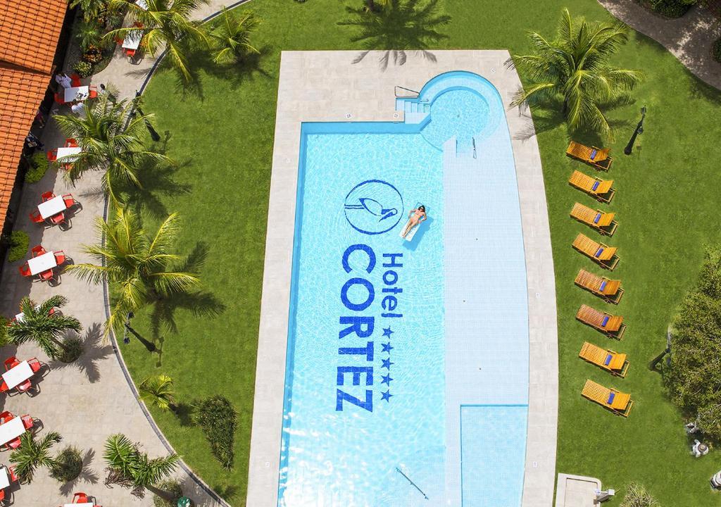 Вид на бассейн в Hotel Cortez или окрестностях