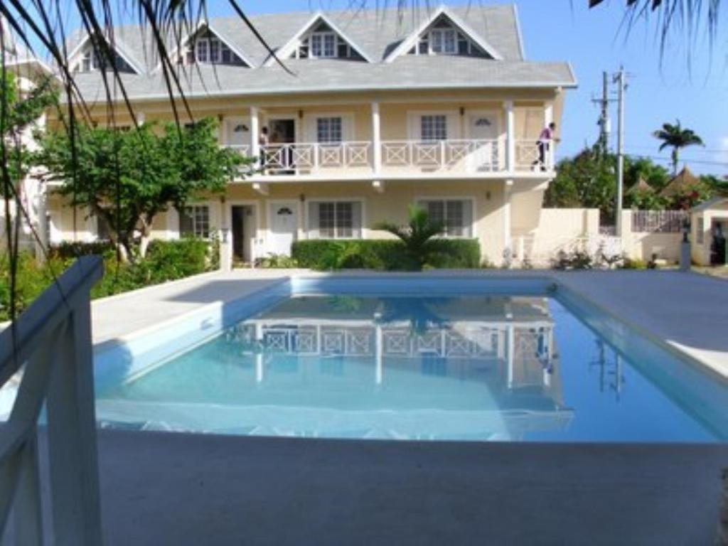 The swimming pool at or near Club Caribbean Court Apartments