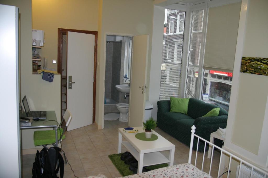A seating area at Studio's Javastraat