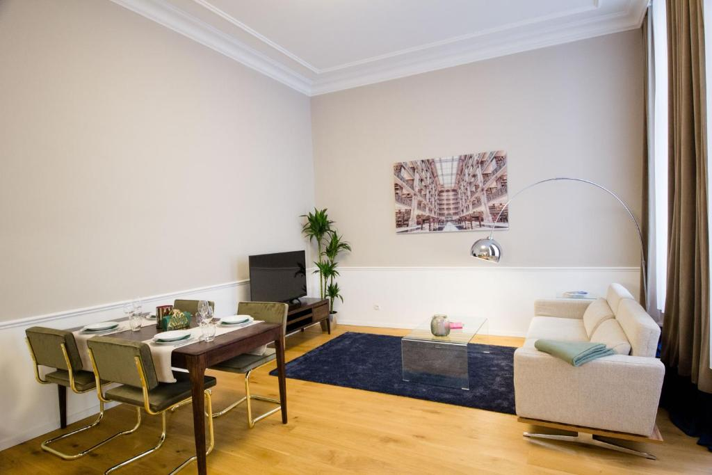 A seating area at The Flats Apartments - Urania