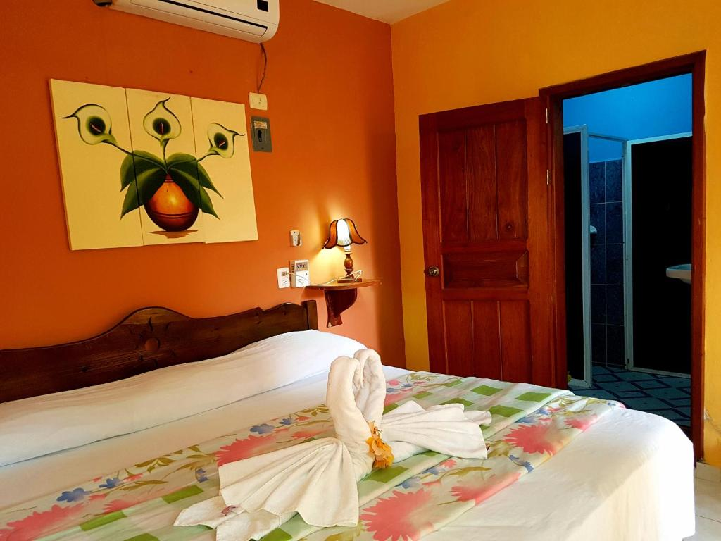 A bed or beds in a room at Hotel Sacbe Coba