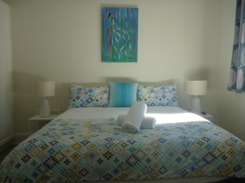 A bed or beds in a room at Apartments On Grey
