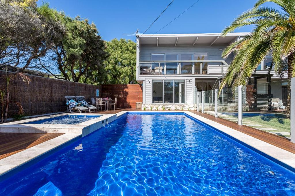 Front Beach House Blairgowrie