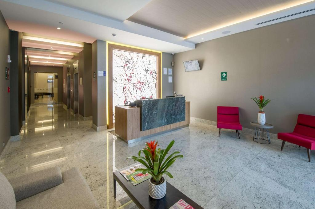 The lobby or reception area at Best Western Plus Urban Larco Hotel