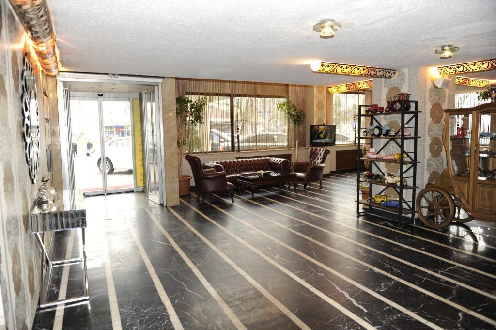 Лобби или стойка регистрации в Star City Hotel