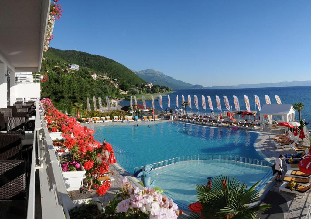 A view of the pool at Hotel Granit or nearby