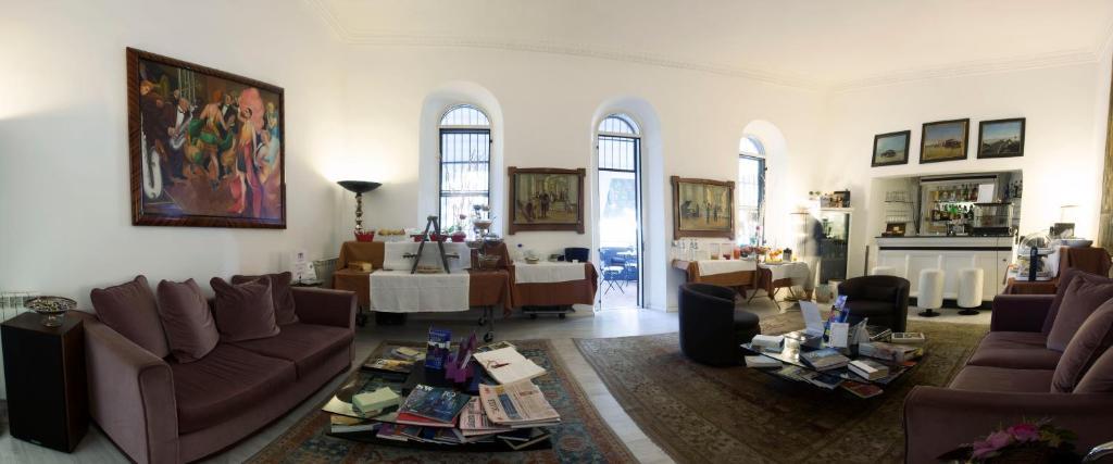 A seating area at Villa Pirandello