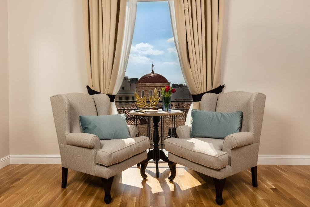 A seating area at Athens Mansion Luxury Suites