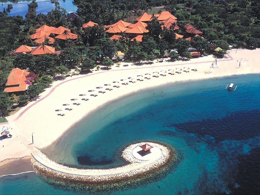 Bali Tropic Resort & Spa tesisinin kuş bakışı görünümü