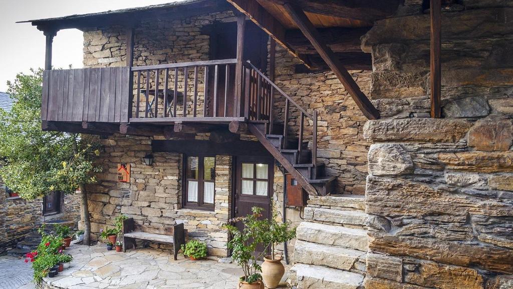 Casa de campo Casa Elba (España Peñalba de Santiago ...